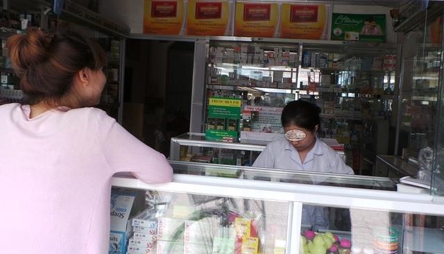 Bắt quả tang nhà thuốc bán thuốc không rõ nguồn gốc, hết hạn sử dụng cho người bệnh - 1