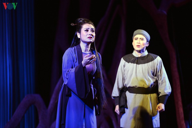 """Nhà hát Lớn Hà Nội chật kín khán giả xem """"Ngàn năm mây trắng"""" - 1"""