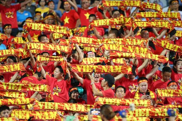 Việt Nam 1-0 Malaysia: Quang Hải ghi bàn đẳng cấp - 32