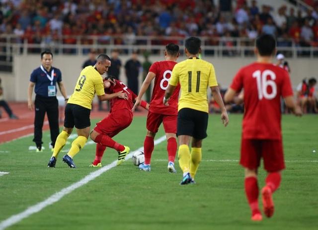Việt Nam 1-0 Malaysia: Quang Hải ghi bàn đẳng cấp - 18