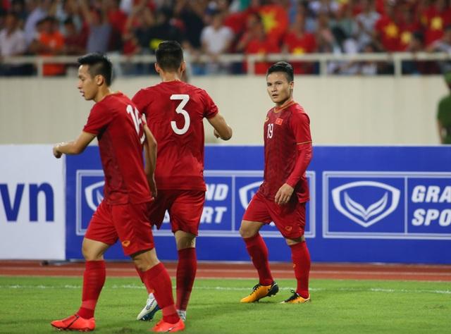 Việt Nam 1-0 Malaysia: Quang Hải ghi bàn đẳng cấp - 11