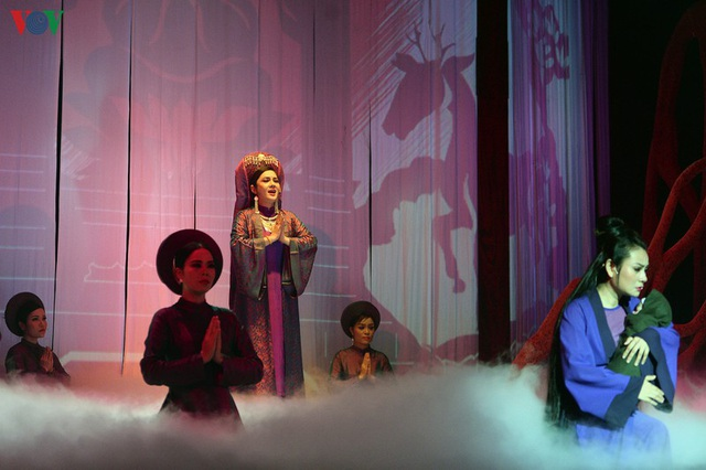 """Nhà hát Lớn Hà Nội chật kín khán giả xem """"Ngàn năm mây trắng"""" - 12"""