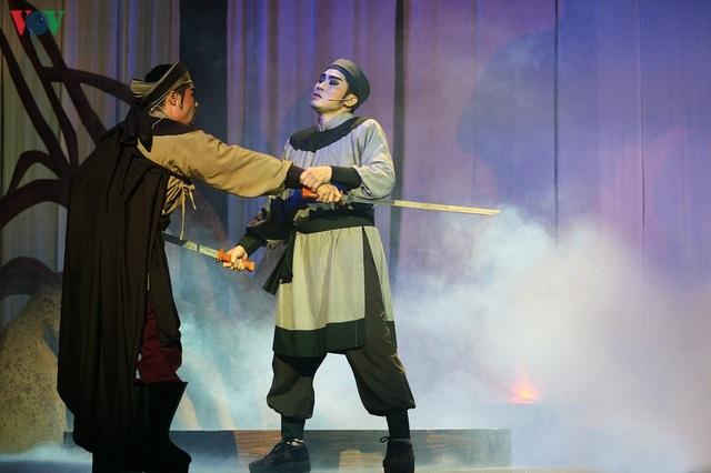 """Nhà hát Lớn Hà Nội chật kín khán giả xem """"Ngàn năm mây trắng"""" - 14"""