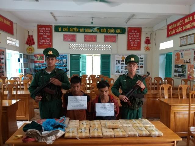 Tóm gọn 2 đối tượng người Lào vận chuyển 100 ngàn viên ma túy vào Việt Nam - 1