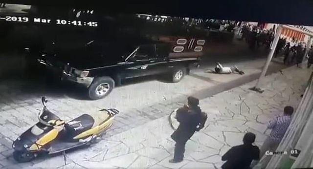 Quan chức Mexico bị kéo lê bằng xe hơi vì cáo buộc thất hứa với người dân - 1