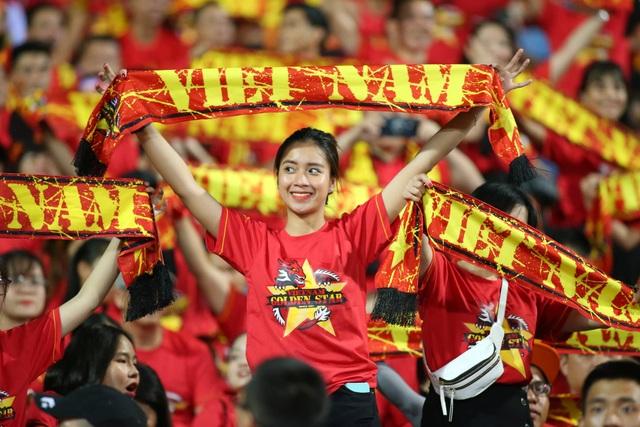 Việt Nam 1-0 Malaysia: Quang Hải ghi bàn đẳng cấp - 35