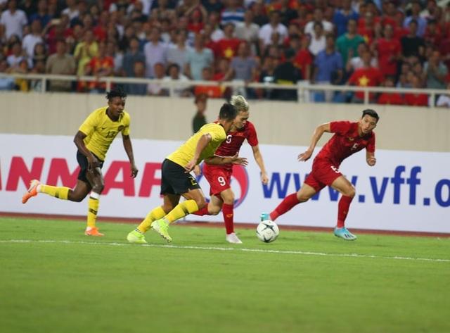 Việt Nam 1-0 Malaysia: Quang Hải ghi bàn đẳng cấp - 19