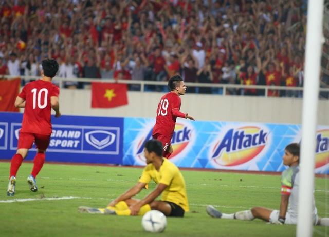 Việt Nam 1-0 Malaysia: Quang Hải ghi bàn đẳng cấp - 10