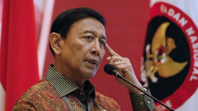 Bộ trưởng An ninh Indonesia bị đâm dao, vệ sĩ không kịp trở tay  - 1