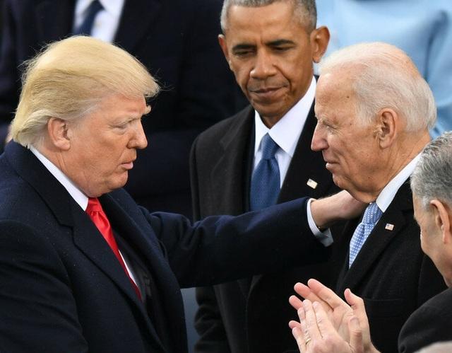 """Đối thủ Biden nói ông Trump """"phản bội đất nước"""", lần đầu kêu gọi luận tội - 1"""