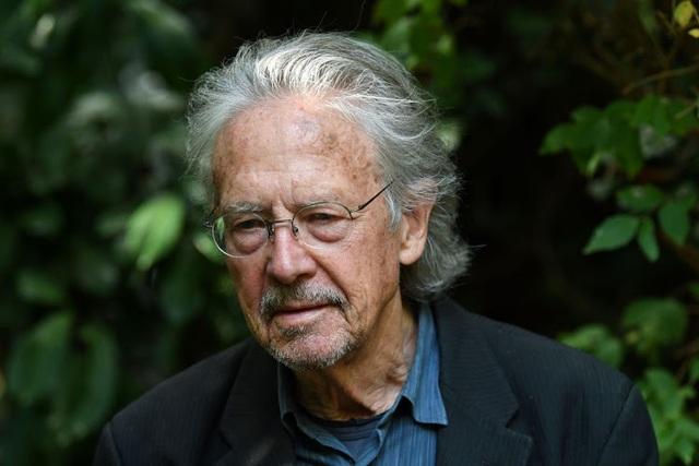 Chân dung hai nhà văn vừa nhận giải Nobel Văn học 2018-2019 - 3