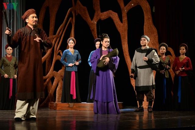 """Nhà hát Lớn Hà Nội chật kín khán giả xem """"Ngàn năm mây trắng"""" - 4"""