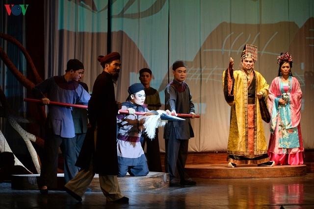 """Nhà hát Lớn Hà Nội chật kín khán giả xem """"Ngàn năm mây trắng"""" - 7"""
