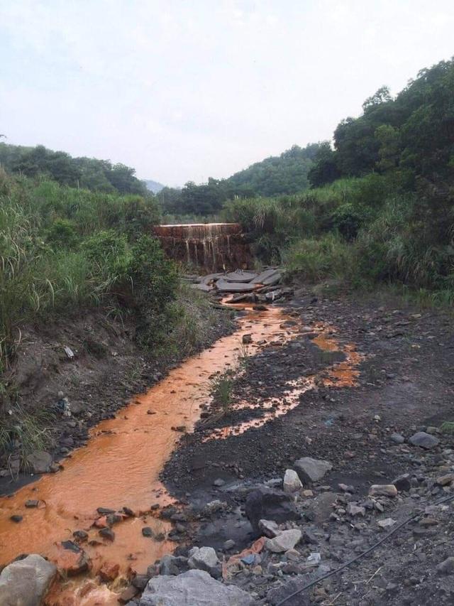 Quảng Ninh yêu cầu xử lý hiện tượng nước suối ô nhiễm chảy ra Vịnh Hạ Long - 2