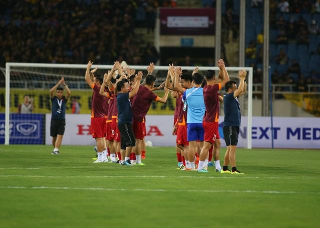 Việt Nam 1-0 Malaysia: Quang Hải ghi bàn đẳng cấp - 30