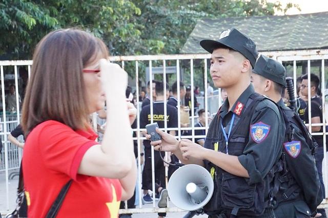 An ninh thắt chặt bảo vệ trận đấu Việt Nam và Malaysia - 10