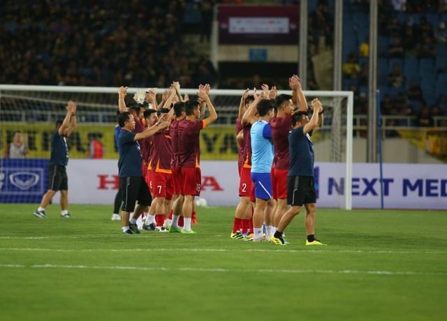 Việt Nam 1-0 Malaysia: Quang Hải ghi bàn đẳng cấp - 28