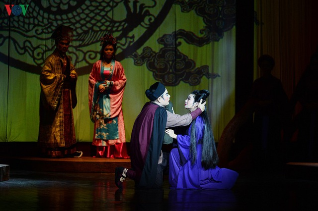 """Nhà hát Lớn Hà Nội chật kín khán giả xem """"Ngàn năm mây trắng"""" - 8"""