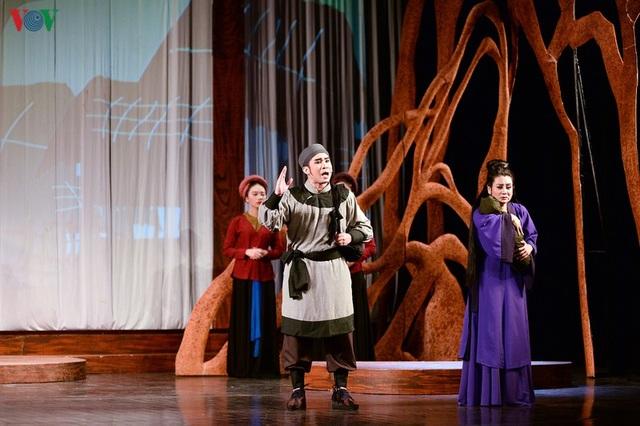 """Nhà hát Lớn Hà Nội chật kín khán giả xem """"Ngàn năm mây trắng"""" - 9"""