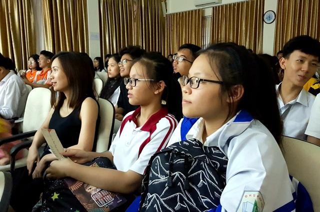 Học sinh trường chuyên làm phim gây quỹ ủng hộ trẻ khuyết tật - 3