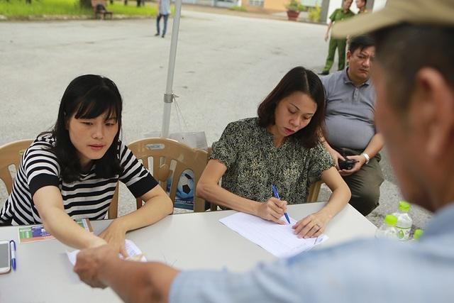 Thương binh xếp hàng mua vé trận Việt Nam gặp Malaysia - 8
