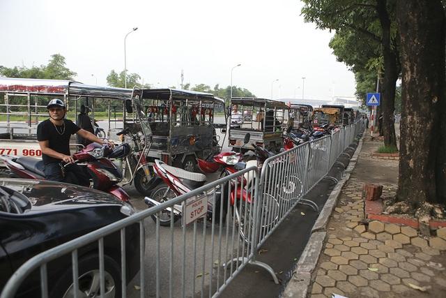 Thương binh xếp hàng mua vé trận Việt Nam gặp Malaysia - 10