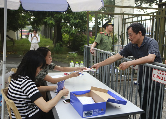 Thương binh xếp hàng mua vé trận Việt Nam gặp Malaysia - 5