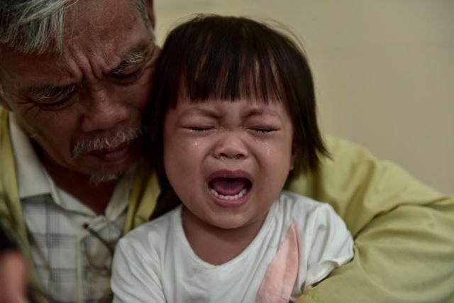 Ông nội bán lúa non chữa bệnh ung thư cho cháu được giúp đỡ gần 2 tỉ đồng - 1