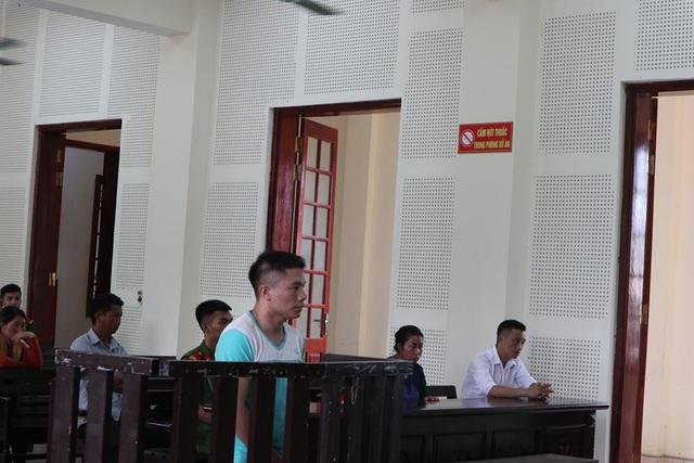 Thanh niên vùng biên mang 12kg ma túy đá bán với giá 160.000 USD - 1