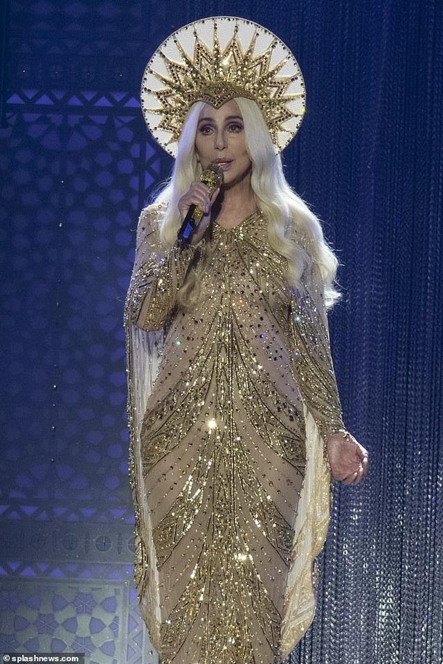 Cher gây choáng vì vẻ trẻ trung ở tuổi 73 - 1