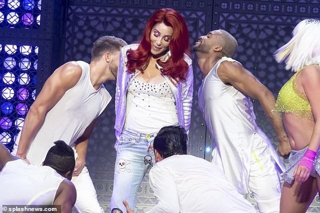 Cher gây choáng vì vẻ trẻ trung ở tuổi 73 - 3