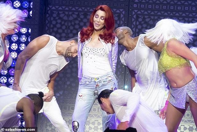 Cher gây choáng vì vẻ trẻ trung ở tuổi 73 - 4