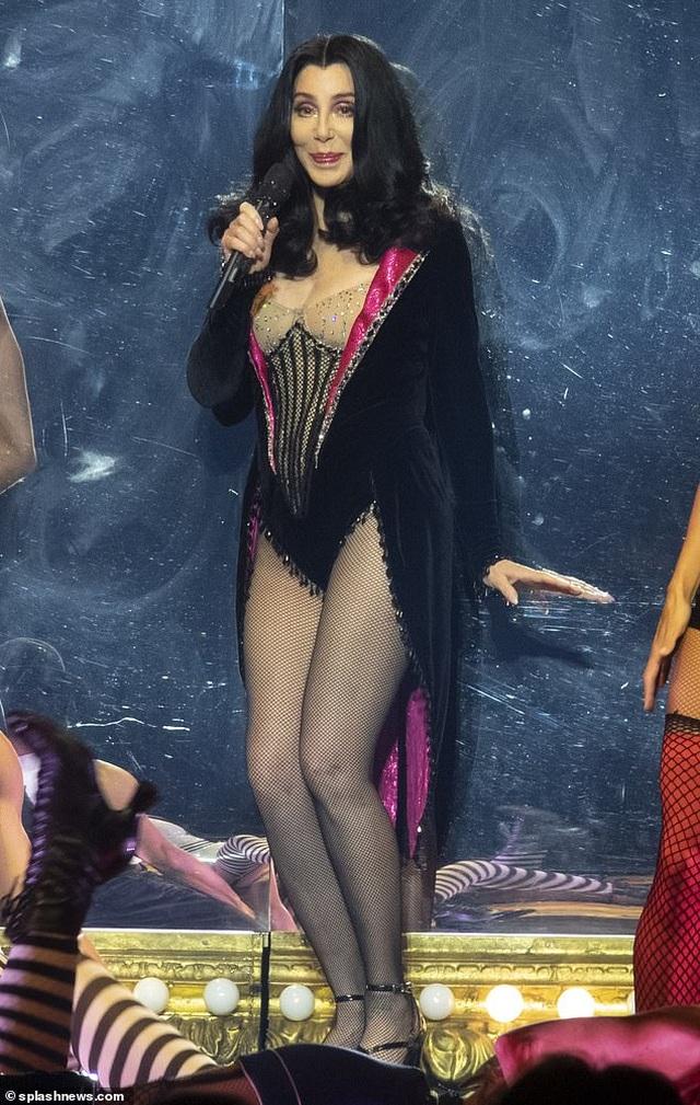 Cher gây choáng vì vẻ trẻ trung ở tuổi 73 - 5