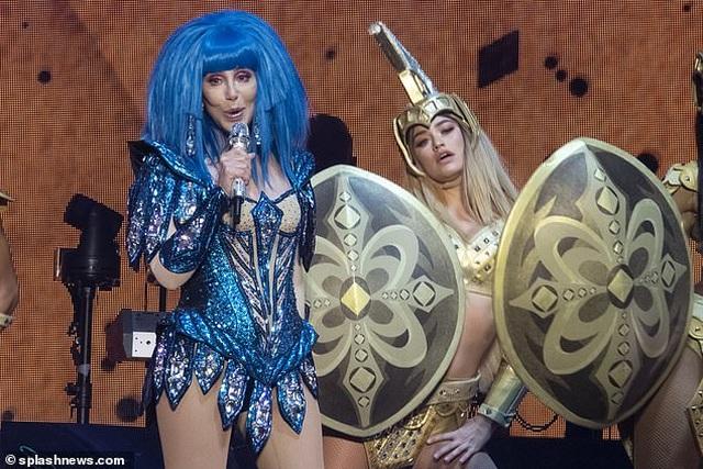 Cher gây choáng vì vẻ trẻ trung ở tuổi 73 - 6