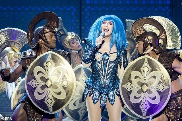 Cher gây choáng vì vẻ trẻ trung ở tuổi 73 - 7