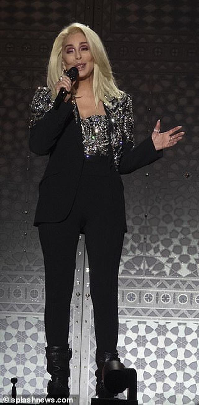 Cher gây choáng vì vẻ trẻ trung ở tuổi 73 - 11