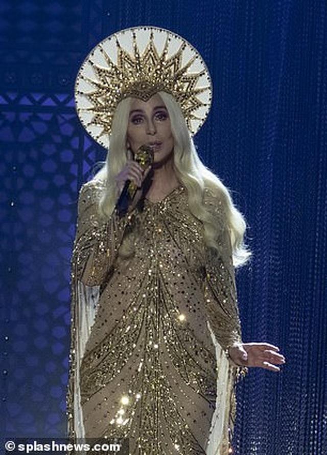 Cher gây choáng vì vẻ trẻ trung ở tuổi 73 - 2
