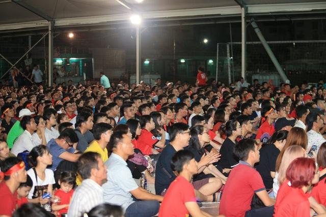 Người hâm mộ TPHCM ngất ngây với chiến thắng của đội tuyển Việt Nam - 5