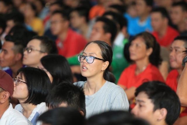 Người hâm mộ TPHCM ngất ngây với chiến thắng của đội tuyển Việt Nam - 4