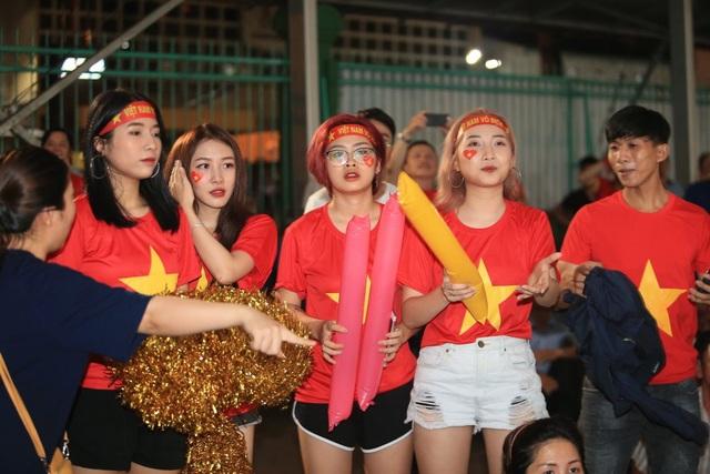 Người hâm mộ TPHCM ngất ngây với chiến thắng của đội tuyển Việt Nam - 6