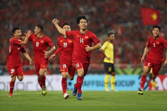 Việt Nam 1-0 Malaysia: Quang Hải ghi bàn đẳng cấp - 40