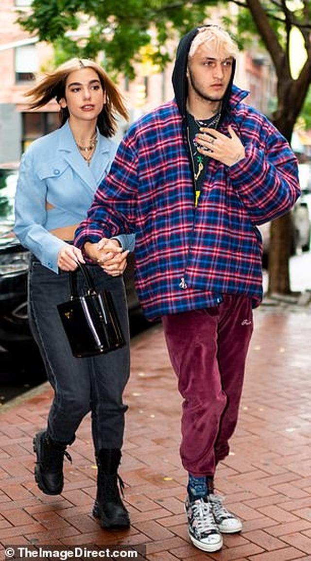 Khoảnh khắc ngọt ngào của đôi tình nhân trẻ Anwar Hadid - Dua Lipa - 5
