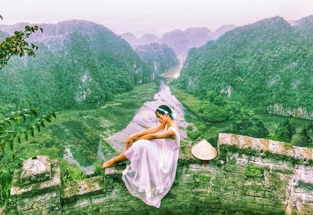 """Hang Múa: Điểm """"check-in"""" trên """"lưng chừng trời"""" đẹp không tưởng ở Ninh Bình! - 11"""