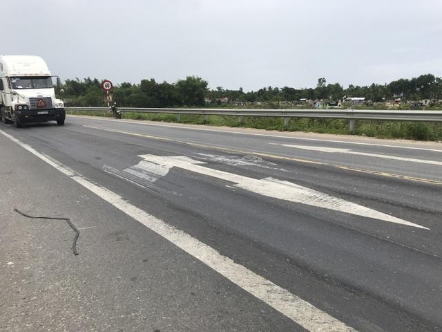 Luống cày trên đường dẫn cao tốc Đà Nẵng - Quảng Ngãi - 1
