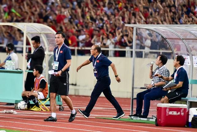 Cảm xúc đặc biệt của HLV Park Hang Seo trong chiến thắng trước Malaysia - 11