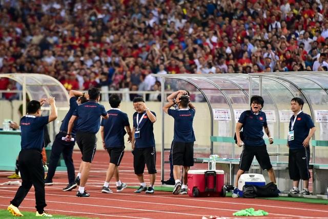 Cảm xúc đặc biệt của HLV Park Hang Seo trong chiến thắng trước Malaysia - 6