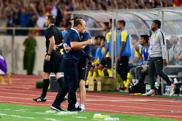 Cảm xúc đặc biệt của HLV Park Hang Seo trong chiến thắng trước Malaysia - 9