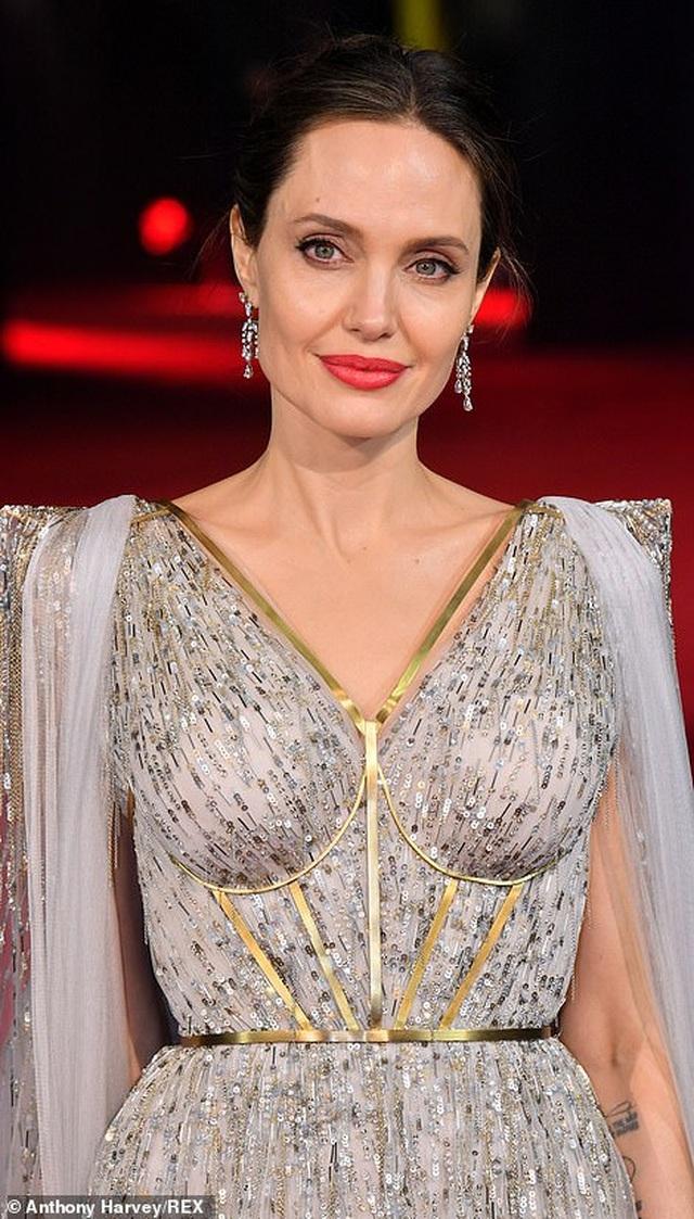Angelina Jolie thanh lịch quảng bá phim tại London - 7