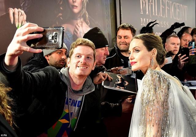Angelina Jolie thanh lịch quảng bá phim tại London - 11