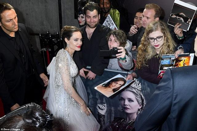 Angelina Jolie thanh lịch quảng bá phim tại London - 12